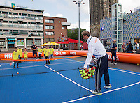 11-sept.-2013,Netherlands, Groningen,  Martini Plaza, Tennis, DavisCup Netherlands-Austria, Draw,   Street tennis on the market squire with Thiemo de Bakker (NED)<br /> Photo: Henk Koster