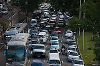 SÃO PAULO-SP-TRÂNSITO23 DE MAIO - O Motorista enfrenta lentidão na Avenida 23 de Maio sentido Santana.Região central da cidade de São Paulo, no final da tarde dessa Sexta-Feira,05(Foto:Kevin David/Brazil Photo Press)