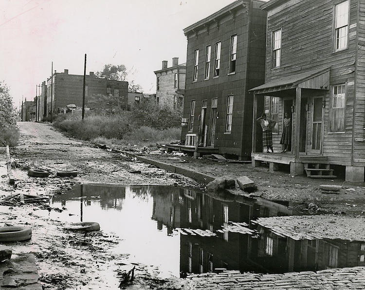UNDATED..Assisted Housing..Tidewater Gardens (6-2 & 6-9)..Slum Conditions..Neal Clark Jr..NEG#.NRHA#653..