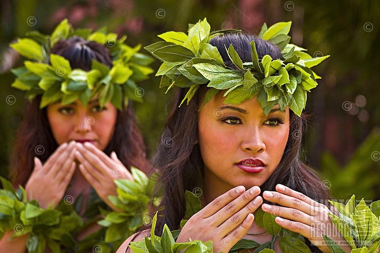 Traditional Hawaiian dancers, Ohau, Hawaii