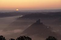 Europe/France/Midi-Pyrénées/12/Aveyron/Vallée de l'Aveyron/Najac : Aube sur la vallée de l'Aveyron