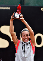 BOGOTA - COLOMBIA – 15 – 04 - 2016: Francesca Schiavone de Italia, levanta el trofeo como campeona del Claro Colsanitas WTA, que se realiza en el Club Los Lagaros de la ciudad de Bogota. / Francesca Schiavonne from Italy, raises the trophy as champion of the WTA Claro Colsanitas, which takes place at Los Lagartos Club in Bogota city. Photo: VizzorImage / Luis Ramirez / Staff.
