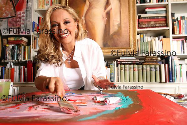 Milano, Silvana Giacobini dipinge nella sua casa, Milan, Silvana Giacobini painting in her house