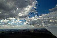 4415 / Afrikanischer Himmel: AFRIKA, SUEDAFRIKA, 11.01.2007:Gariepdam, Cumulus und Stratocumulus ueber der Halbwueste der Karoo, Blick aus dem Segelflugzeug