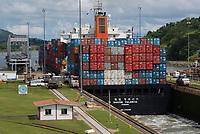 Miraflores È o nome de um dos trÍs bloqueios ou comportas no Panama na capital da Canal do Panam·.<br /> <br /> O Miraflores Centro de Visitantes, cobre uma ·rea de 18.000 metros quadrados de obras. Em seus modelos, mec'nicos e objetos. O Canal do Panam· È um dos maiores projetos de engenharia de todos os tempos, e do mundo. Para construir, eles tiveram que ser removidos mais de 180 milhıes de metros c˙bicos de terra. No caminho, cerca de 80 km, o navio deve passar por trÍs conjuntos de eclusas (Miraflores, Pedro Miguel e Lago Gatun) que funcionam como elevadores de ·gua.<br /> Com uma ·rea de 80 km, o Canal do Panam· È um dos de engenharia mais importantes obras em todo o mundo. As eclusas (Miraflores, Pedro Miguel e Lago Gatun) e tem 25 metros de altura, que servem como elevadores permitindo que navios subam devido ‡ diferenÁa de altura entre os oceanos PacÌfico e Atl'ntico<br /> Foto Eric Stoner