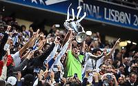 FUSSBALL  CHAMPIONS LEAGUE  FINALE  SAISON 2013/2014  24.05.2013 Real Madrid - Atletico Madrid JUBEL Real Madrid; Sergio Ramos,Torwart Iker Casillas mit Pokal, Angel Di Maria und Pepe (v.li.)