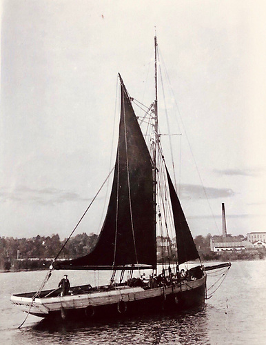 The sailing trading cutter Alizina of Labasheeda on the Shannon Estuary