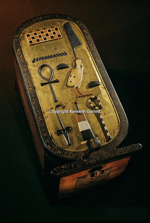 Cartouche Box,Tutankhamun Book, Page 4