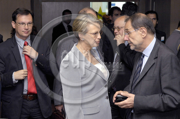 Brussels-Belgium - 14 May 2007---Meeting of EU Defence Ministers, here: Michèle (Michele) ALLIOT-MARIE (le), Defence Minister of France, with Javier SOLANA (ri), Secretary-General of the EU-Council/High Representative for the CFSP---Photo: Horst Wagner/eup-images