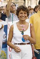 Emma Bonino, leader del Partito Radicale, durante una manifestazione pacifista (Roma, giugno 1982)