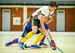 Almere - Zaalhockey  SCHC-Victoria (5-7)   . Frederik Groenland (Victoria) met Leon van Barneveld (SCHC)  . TopsportCentrum Almere.    COPYRIGHT KOEN SUYK