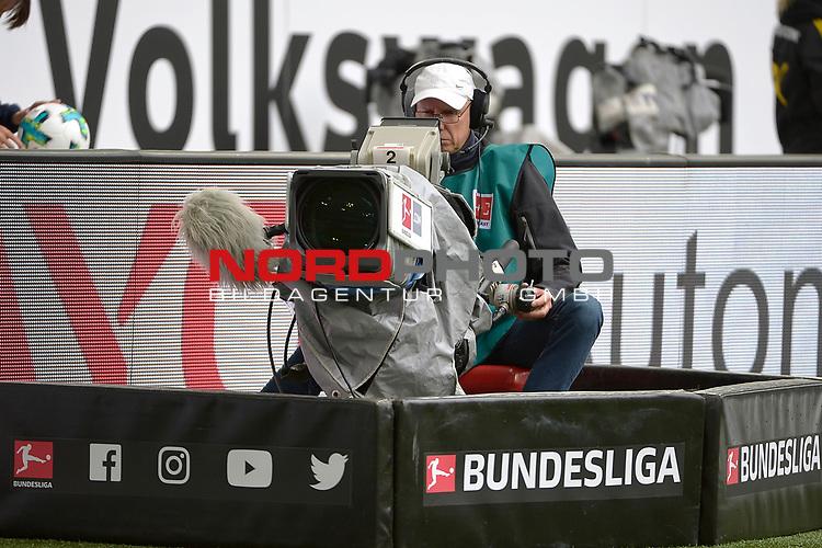 19.08.2017, Volkswagen Arena, Wolfsburg, GER, 1. Bundesliga, VfL Wolfsburg - Borussia Dortmund, im Bild, Kameramann<br /> <br /> Foto &copy; nordphoto / Dominique Leppin