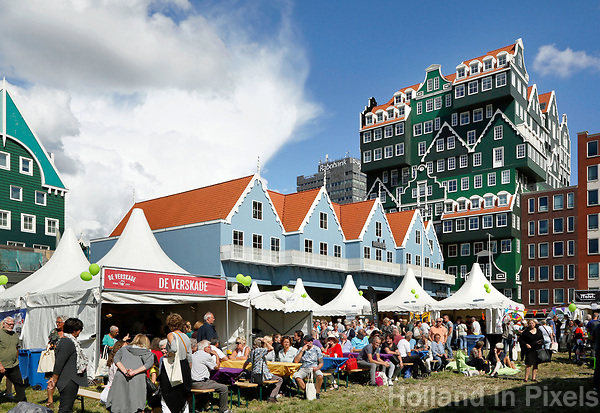 Nederland Zaandam  2017 . Op 2 september vond de allereerste Zaanse UITmarkt plaats. Er werd getoond wat de Zaanstreek te bieden heeft op het gebied van kunst, cultuur en uitgaan. Van jong tot oud, van klassiek tot dance.  Foto Berlinda van Dam / Hollandse Hoogte