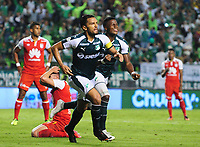 PALMIRA - COLOMBIA - 31 - 03 - 2018: Abel Aguilar, jugador de Deportivo Cali celebra el primer gol de su equipo a Independiente Santa Fe, durante partido entre Deportivo Cali y el Independiente Santa Fe, de la fecha 12 por la liga Aguila I 2018, jugado en el estadio Deportivo Cali (Palmaseca) en la ciudad de Palmira. / Abel Aguilar, player of Deportivo Cali celebrates the first scored goal from his team to Independiente Santa Fe, during a match between Deportivo Cali and Independiente Santa Fe, of the 12th date for the Liga Aguila I 2018, at the Deportivo Cali (Palmaseca) stadium in Palmira city. Photo: VizzorImage  / Nelson Rios / Cont.