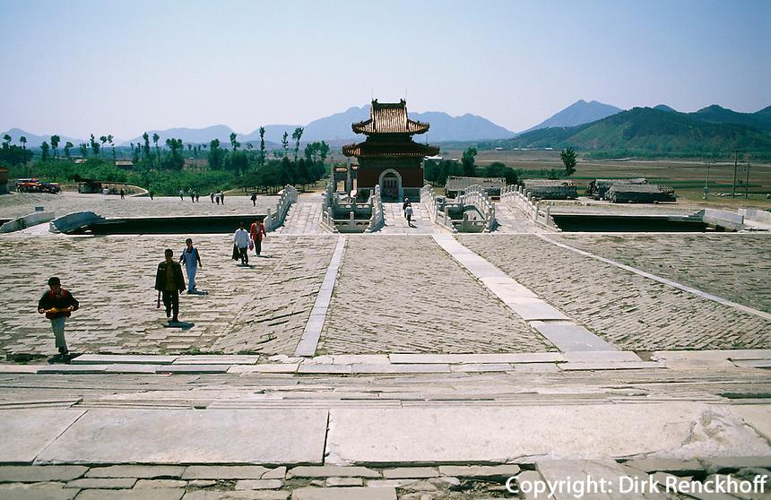 Grab Dingling, Stelenpavillon, östliche Qinggräber (qing dong  ling) bei Peking (Beijing), China, Unesco-Weltkulturerbe