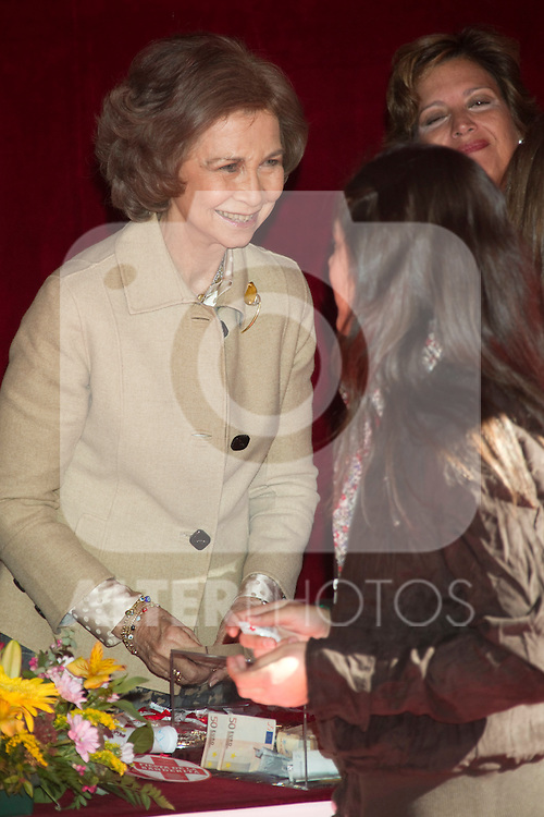 MADRID (25/10/2010).- Queen Sofia attended the red cross fundraising day (Dia de la Banderita)...Photo: Cesar Cebolla / ALFAQUI