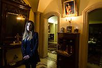 Rizziconi, Calabria, 03.12.2014. Nicoletta Inzitari er storesøsteren til Francesco. Hun bodde og studerte i Roma da broren ble henrettet. Hun valgte å komme tilbake til Calabria til tros for at foreldrene hennes ba henne om å bli i Nord. Hun driver en organisasjon som arbeider med å kjempe mot mafiaen på ungdomsnivå ved hjelp av utdannelse og prosjekter håper hun at de kan motvirke at unge faller i mafiaens klør. Bilder til feature om båndene mellom Vatikanet, Ndrangheta og den italienske stat. Foto: Christopher Olssøn.