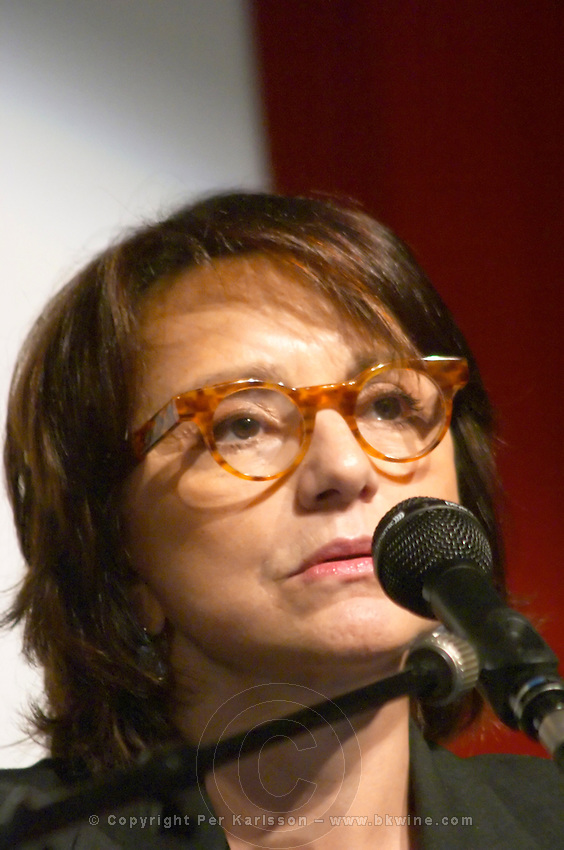 Marie Rouet, President Edelman, France at the Les Blog conference in Paris December 2005 on blogging, new media and internet strategy