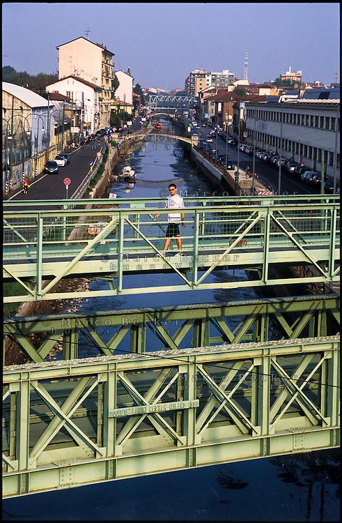 Milano, il Naviglio Grande e il ponte mobile in ferro Richard Ginori (1906) --- Milan, the Naviglio Grande canal and the moveable iron bridge Richard Ginori (1906)