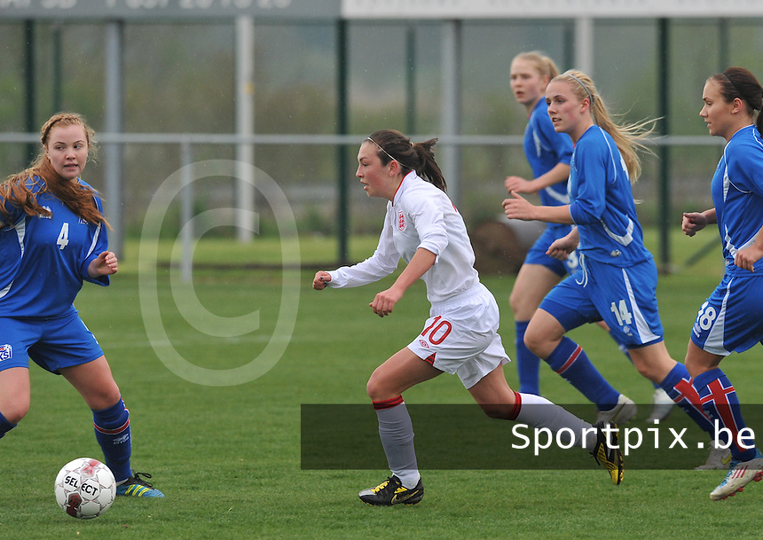 UEFA Women's Under 17 Championship - Second Qualifying round - group 1 : England - Iceland : .Katie Zelem aan de bal.foto DAVID CATRY / Vrouwenteam.be