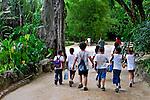 Passeio de Escola Publica Municipal ao Jardim Botânico. Rio de Janeiro. 2006. Foto de Luciana Whitaker.
