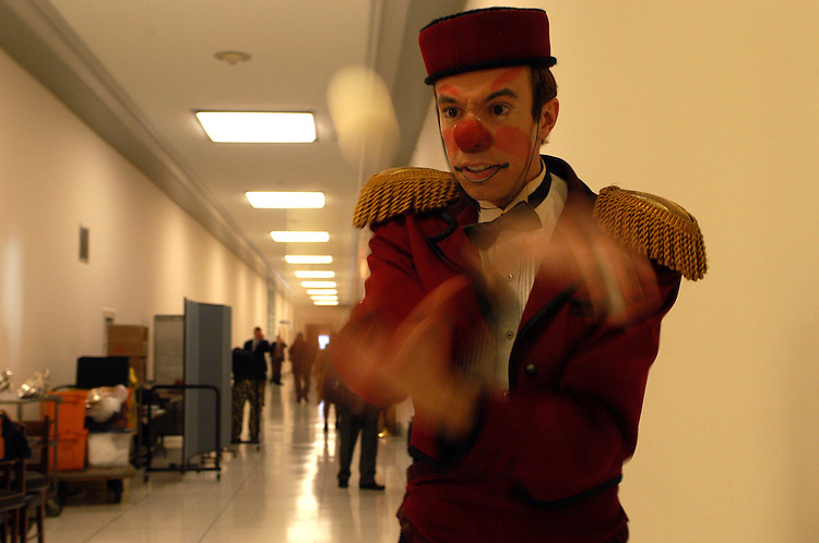 circus1/040203 - B the clown, juggles in the hallway of Rayburn. The Ringling Brothers and Barnum and Bailey Circus set up a demonstration in the building, as the circus has just come to town.