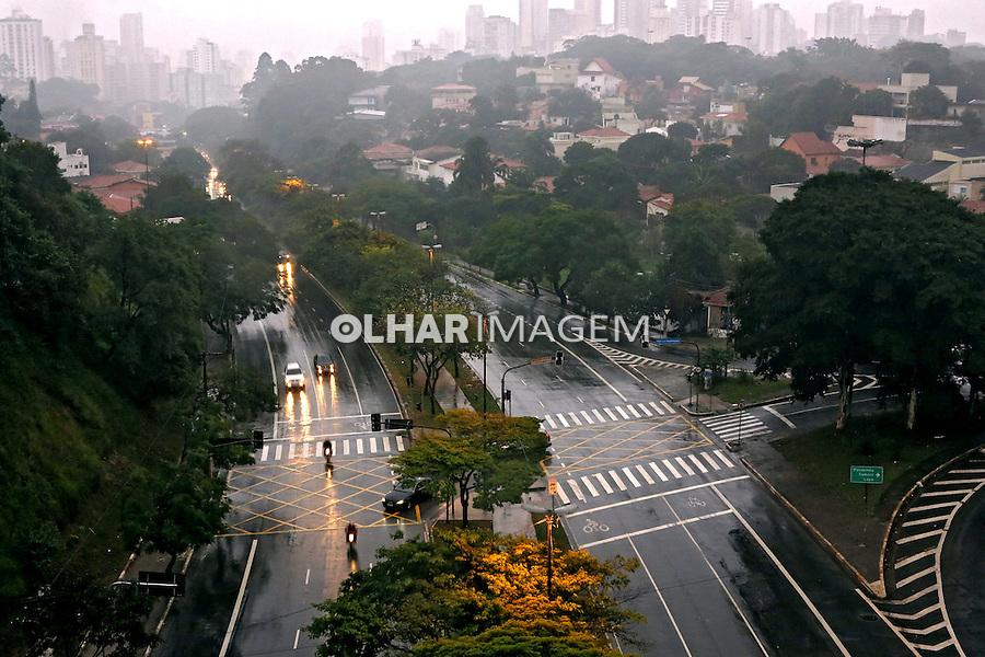 Avenida Sumare em dia de chuva. Sao Paulo. 2014. Foto de Juca Martins.