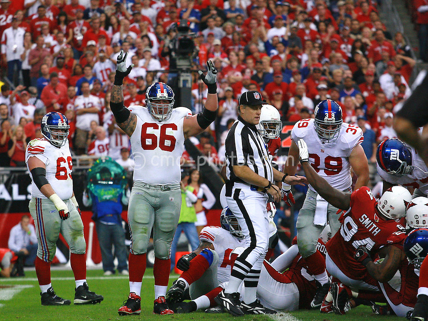 Nov 23, 2008; Glendale, AZ, USA; New York Giants offensive tackle David Diehl (66) reacts to a Giants touchdown in the second quarter of a game against the Arizona Cardinals at University of Phoenix Stadium.  Mandatory Credit: Chris Morrison-US PRESSWIRE
