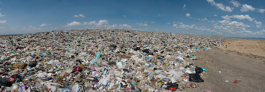 Bordo de Xochiaca, Mexico City's largest garbage dump.