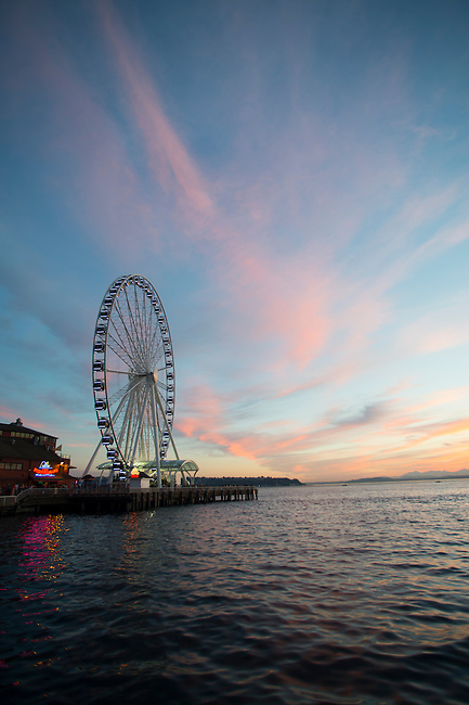 View at sunset from Seattle Waterfront Park of the Great Wheel (Ferris wheel) at Seattle's Pier 57, Washington State, USA