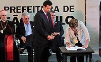 SAO PAULO, SP, 25 DE JANEIRO DE 2012 - ENTREGA MEDALHA 25 DE JANEIRO - Gilberto Kassab Prefeito de São Paulo, e a Presidente Dilma Rousseff durante cerimonia de entrega da Medalha 25 de Janeiro na sede da Prefeitura de Sao Paulo, na regiao central da capital paulista nessa quarta-feira, 25. FOTO: VANESSA CARVALHO - NEWS FREE.