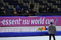 SCHAATSEN: HEERENVEEN: Thialf, Essent ISU World Cup, 02-03-2012, 1500m Division B, Lars Elgersma (NED) valt vlak na de start, ©foto: Martin de Jong