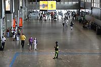 GUARULHOS, SP, 13.02.2017 – AEROPORTO-SP - Movimentação tranquila de passageiros no Aeroporto Internacional Governador Andre Franco Montoro na cidade de Guarulhos na grande São Paulo nesta segunda-feira, 13. (Foto: Marcos Moraes/Brazil Photo Press)