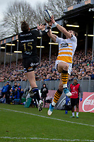 Bath Rugby's Darren Atkins and Wasps' Josh Bassett compete for a high ball<br /> <br /> Photographer Bob Bradford/CameraSport<br /> <br /> European Rugby Heineken Champions Cup Pool 1 - Bath Rugby v Wasps - Saturday 12th January 2019 - The Recreation Ground - Bath<br /> <br /> World Copyright &copy; 2019 CameraSport. All rights reserved. 43 Linden Ave. Countesthorpe. Leicester. England. LE8 5PG - Tel: +44 (0) 116 277 4147 - admin@camerasport.com - www.camerasport.com