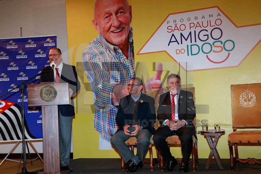 SAO PAULO, SP, 23 DE JULHO DE 2013. ANUNCIO DO PASSE LIVRE PARA IDOSOS NOS ONIBUS INTERMUNICIPAIS DO ESTADO DE SAO PAULO. O Governador Geraldo Alckmin durante o anuncio da gratuidade para idosos nos transportes intermunicipais no estado de São Paulo. O anuncio aconteceu no Palacio dos Bandeirantes na manhã desta terça feira, 23. FOTO ADRIANA SPACA/BRAZIL PHOTO PRESS