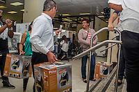 SÃO PAULO, SP, 27.11.2015- BLACK-FRIDAY- Compradores aproveitam ofertas da promoção de Black Friday na Casas Bahia da Praça Ramos de Azevedo na manhã desta sexta-feira, 27. (Foto: Renato Mendes / Brazil Photo Press)