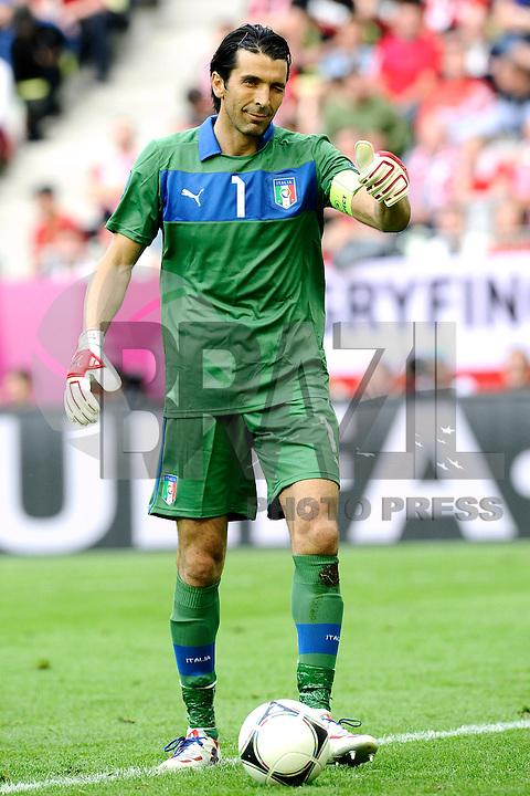 GDANSK, POLONIA, 10 JUNHO 2012 - EURO 2012 -  ESPANHA X ITALIA - Gianluigi Buffon goleiro da Italia durante partida contra a Espanha em jogo valido pela primeira rodada do Grupo C, na Arena de Gdansk na Polonia neste domingo, 10. (FOTO: DANIELE BUFFA / PIXATHLON / BRAZIL PHOTO PRESS.