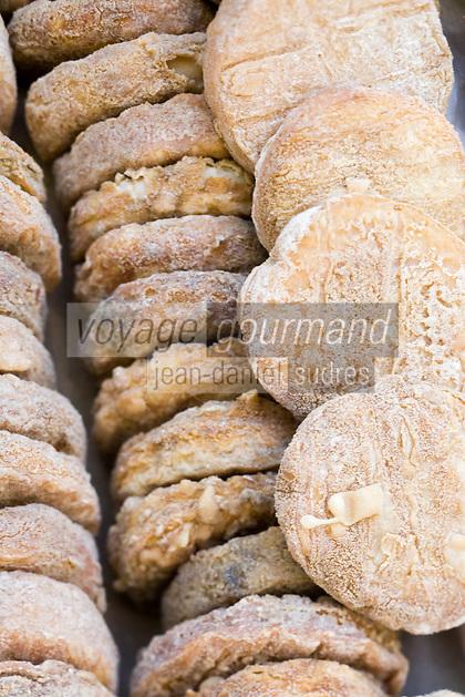Europe/France/Languedoc-Roussillon/30/Gard/ Uzès: Fromages AOC Pélardon sur le marché des producteurs Place aux Herbes
