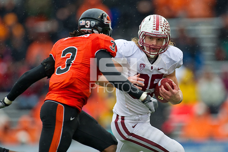 STANFORD, CA - NOVEMBER 5: Ryan Hewitt looks past a defender at Reser Stadium, November 5, 2011 in Corvallis, OR. The Cardinal defeated the Oregon State Beavers 38-13.
