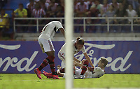 BARRANQUILLA, COLOMBIA - MARCH 04: Everton Ribeiro of Flamengo (R) celebrates after scoring the first goal of his team during the group A match of Copa CONMEBOL Libertadores between Junior and Flamengo at Estadio Metropolitano on March 4, 2020 in Barranquilla, Colombia. (Photo by Daniel Munoz/VIEW press via Getty Images)
