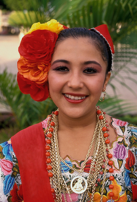 Maya teenager in Plaza de la Independencia, Merida, Yucatan State, Yucatan Peninsula, Mexico, North America