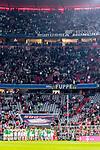 06.10.2018, Allianz Arena, Muenchen, GER, 1.FBL,  FC Bayern Muenchen vs. Borussia Moenchengladbach, DFL regulations prohibit any use of photographs as image sequences and/or quasi-video, im Bild Die Borussen feiern den Sieg mit Ihren Fans<br /> <br />  Foto &copy; nordphoto / Straubmeier