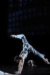 NEITHER....texte Samuel Beckett..mise en scène & chorégraphie : Martin Schläpfer..Installation vidéo lumière, décor & costumes rosalie..lumières Volker Weinhart..avec 47 danseurs..Compagnie : BALLETT AM RHEIN..Le 27/11/2012..Lieu : Theatre de la Ville..Ville : PARIS..© Laurent Paillier / photosdedanse.com..All rights reserved
