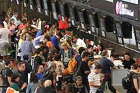 SAO PAULO, SP, 08 DE FEVEREIRO 2013, MOVIMENTACAO CUMBICA. Movimentacao no Aeroporto Internacional de Guarulhos em Sao Paulo, na manha dessa Sexta-feira (8) vespera de feriado de Carnaval. Luiz Guarnieri/ Brazil Photo Press.