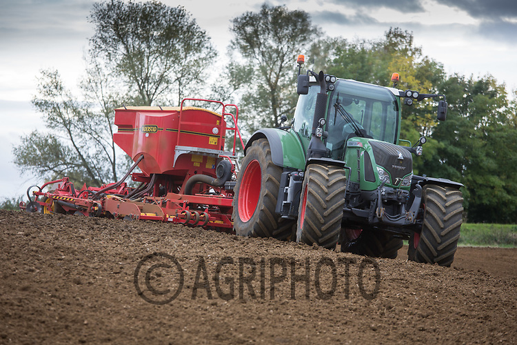 Drilling Winter Barley in Lincolnshire<br /> Picture Tim Scrivener 07850 303986<br /> &hellip;.covering agriculture in the UK&hellip;.