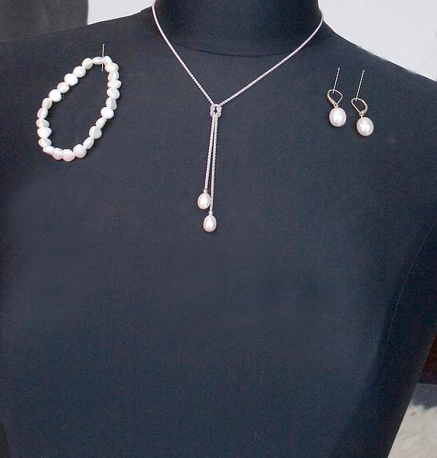 Shopping, Bourd Age Pearls, Chicago, Illinois