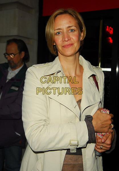 JANET McTEER.At the Theatre Museum Fundraising Reception, Theatre Museum, London, England, May 16th 2006..half length .Ref: CAN.www.capitalpictures.com.sales@capitalpictures.com.©Can Nguyen/Capital Pictures