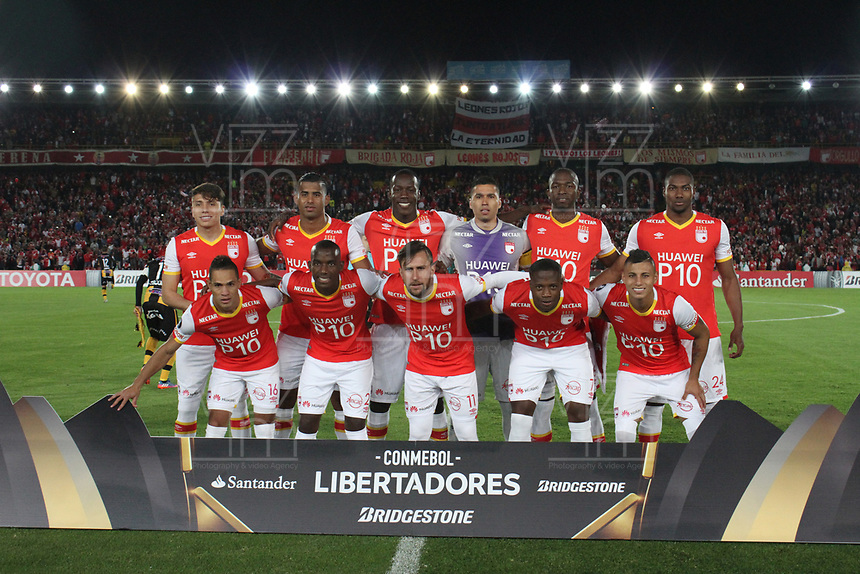 BOGOTA -COLOMBIA, 23-05-2017. Team of Santa Fe.  Action game between Independiente Santa Fe of Colombia  and  The Strongest of Bolivia  during match for the date 6  for the Conmebol Libertadores Bridgestone Cup 2017 played at Nemesio Camacho El Campin stadium . Photo:VizzorImage / Felipe Caicedo  / Staff
