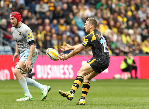 03.04.2016. Ricoh Arena, Coventry, England. Rugby Aviva Premiership. Wasps versus Northampton Saints. Wasps fly-half Jimmy Gopperth spins the ball out wide.