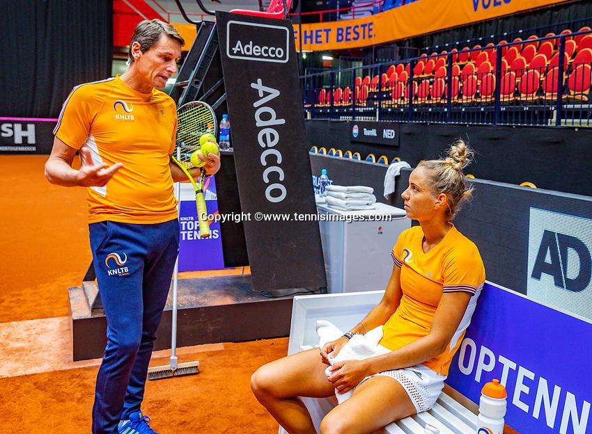 Den Bosch, The Netherlands, Februari 07 2019,  Maaspoort , FedCup  Netherlands - Canada, Captain Paul Haarhuis (NED) with  Arantxa Rus (NED)<br /> Photo: Tennisimages/Henk Koster